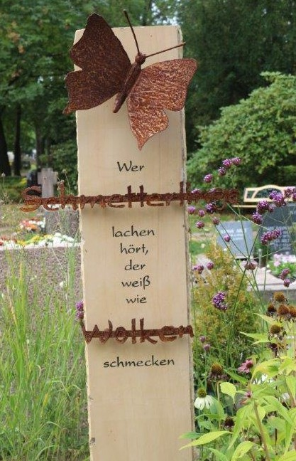 Beisetzung im Schmetterlingsgrabfeld